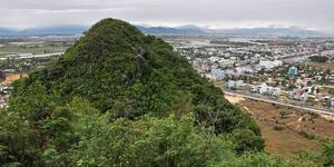Danang Tour: Half Day Marble Mountains Tour